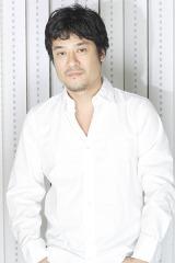 DJオイリー役の藤原啓治