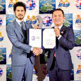 『伊勢志摩サミット2016』の公認サポーターに就任した平井堅(写真右は鈴木英敬・三重県知事)