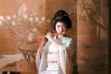 芸者・雪乃としてお座敷で得意の笛を披露するシーンにも挑戦(C)テレビ朝日