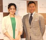 『バーチャル フィッテング』お披露目会に出席した(左から)筧美和子、前園真聖 (C)ORICON NewS inc.