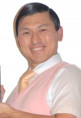 生放送で椅子を壊すハプニングを起こしたオードリー・春日俊彰 (C)ORICON NewS inc.