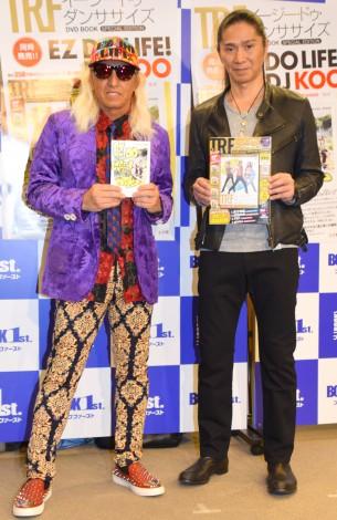 書籍『TRF イージー・ドゥ・ダンササイズ DVD BOOK』(宝島社)、『EZ DO LIFE!』(小学館)の発売記念イベントを行ったTRFのDJ KOO(左)とSAM (C)ORICON NewS inc.