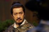 NHK大河ドラマ『真田丸』第8回「調略」より。信尹は、信達に海津城を取り戻せと呼びかける…(C)NHK