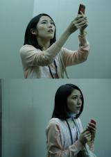 渡辺麻友が主演した第7話「エレベーター」のオフショット写真(C)AKBホラーナイト製作委員会/(C)AKS