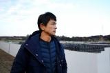 3月1日放送『ガイアの夜明け』 除染された土の仮置き場(福島県南相馬市)を訪ねた江口洋介(C)テレビ東京