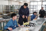 工場再開を準備する菊池製作所社員を取材(福島県南相馬市小高)。3月1日放送『ガイアの夜明け』 (C)テレビ東京