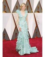 第88回アカデミー賞の主演女優賞にノミネートされたケイト・ブランシェットは、ティファニーのジュエリーを…