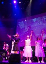 4種類の衣装で歌唱した橋本環奈=映画『セーラー服と機関銃 -卒業-』公開直前イベント (C)ORICON NewS inc.