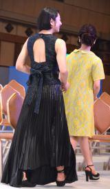 セクシーな背中出しドレスで登場した小池栄子=『第23回読売演劇大賞』贈呈式(C)ORICON NewS inc.