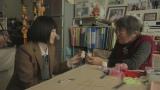 「現地発・明日へブログ」に参加している高橋久子さんと手芸を楽しむ岩田(C)NHK