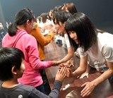 岩手県民会館で東日本大震災復興支援ライブを行ったAKB48グループ(C)AKS