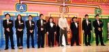 『R-1ぐらんぷり2016』決勝進出者(左から)エハラマサヒロ、小島よしお、シャンプーハットこいで、ハリウッドザコシショウ、おいでやす小田、横澤夏子、厚切りジェイソン、ゆりやんレトリィバァ、とにかく明るい安村 (C)ORICON NewS inc.