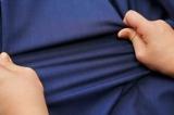 縦横1:2の比率で伸びる高伸縮性スーツ『HYBRIDBIZ』の生地。