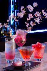 ANAインターコンチネンタル東京36階MIXX バー&ラウンジで14日より提供される桜にちなんだオリジナルカクテル(左より「さくらロイヤルフィズ」、「さくらモヒート」、「さくらマティーニ」、「さくらクーラー」)