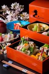 ANAインターコンチネンタル東京の日本料理「雲海」で14日より提供されるお花見弁当風メニュー「花衣」