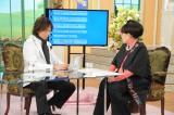 つんく♂のパソコンには黒柳から見える外側に番組ステッカーが!(C)テレビ朝日