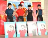 マックの制服で登場したAKB48(左から)佐藤七海、岡部麟、横山由依、行天優莉奈 (C)ORICON NewS inc.