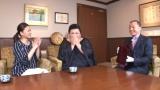 『買いテキSP わがまま女子会ツアー』TBSで3月21日放送。(左から)島崎和歌子、マツコ・デラックス、大丸松坂屋百貨店 法人外商事業部の岡安稔さん(C)TBS