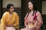 梅を演じる黒木華(右)ときりを演じる長澤まさみ。『真田丸』3月27日放送の第12回より(C)NHK