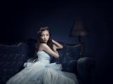 板野友美が8thシングル「HIDE & SEEK」のアートワークを公開