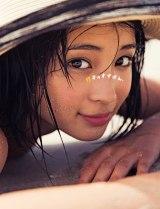 広瀬すず『広瀬すずPHOTO BOOK 「17才のすずぼん。」』集英社 (C)倉本GORI(Pygmy Company)