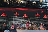 横浜スタジアムで開催された『AKB48単独コンサート』の模様(C)AKS