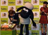 ショーンのバースデーケーキに感動するAKB48・入山杏奈、NGT48・北原里英