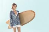約13年ぶりの水着姿を披露した藤崎奈々子=レディース専用ボディーボードブランド『ショーニー』