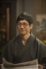 父のこの笑顔と大きな愛情に包まれ、3姉妹は元気に成長するが…(C)NHK