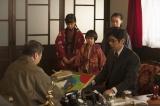 4月6日放送、第3回。事情を説明し、謝る竹蔵は、汚した絵を買い取りたいと申し出る(C)NHK