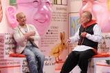 番組MCは笑福亭鶴瓶(右)と松本人志(左)(C)TBS