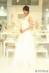 胸元がレースのウエディングドレス姿も披露した加藤綾子アナウンサー