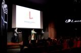 フランス・パリ市内で行われた「AmuseLantis Europe S.A.S.」会見(アミューズ畠中社長・中央、ランティス井上社長・右)