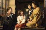 (左から)長女・常子(高畑充希)、三女・美子(根岸姫奈)、次女・鞠子(相楽樹)、母・君子(木村多江)(C)NHK