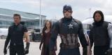 ホークアイはキャプテン・アメリカを支持(左から)ホークアイ、スカーレット・ウィッチ、キャプテン・アメリカ、ウインター・ソルジャー(C)2016 MARVEL
