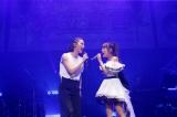 (左から)秋元才加、高橋みなみ=高橋みなみファンクラブ会員限定ライブ