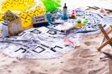 Francfrancの2016年夏コレクション 大人っぽく白い砂浜に並べて