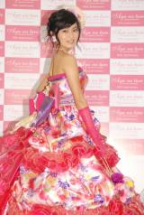セクシーな背中見せも=ウエディングドレスブランド『Aya na ture』のプレス発表会に出席した小島瑠璃子 (C)ORICON NewS inc.