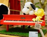 23日にオープンする『スヌーピーミュージアム』ミュージアムショップ「BROWN'S STORE」ミニピアノ(税別1万5000円)(C)Peanuts (C)oricon ME inc.