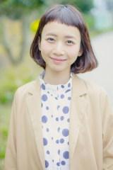 短く切りすぎた前髪がトレードマークの三戸なつめ(写真:ウチダアキヤ)