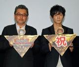 (左から)桑原智監督、津田健次郎
