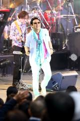 ソロデビュー30周年を迎えた杉山清貴が日比谷野音で恒例ライブ