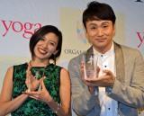 (左から)『ヨガジャーナル presents Yoga People Award 2016』授賞式に出席した吉川めい氏、アンジャッシュ・児嶋一哉 (C)ORICON NewS inc.