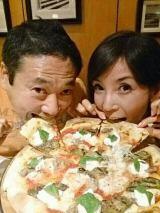 仲睦まじい鎧塚俊彦氏と川島なおさん