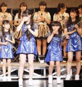 (中央左から)笠原桃奈(かさはら・ももな、12)と清野桃々姫(きよの・ももひめ、11)