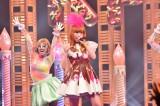 ライブのほかにロケ企画も(C)NHK