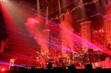 平井堅『Ken Hirai 20th Anniversary Special !! Live Tour 2016』最終公演より Photo by 田中栄治
