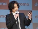 NTTドコモ『2016夏 新サービス・新商品発表会』に出席した綾野剛 (C)ORICON NewS inc.