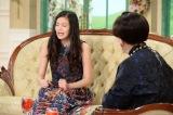 高菜おにぎりが好き過ぎて「高菜おにぎりの歌」を自作。ソファに座ったまま歌い始める (C)テレビ朝日