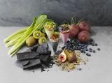 竹炭&野菜エキスをミックスしたギリシャヨーグルトで女子力アップ!